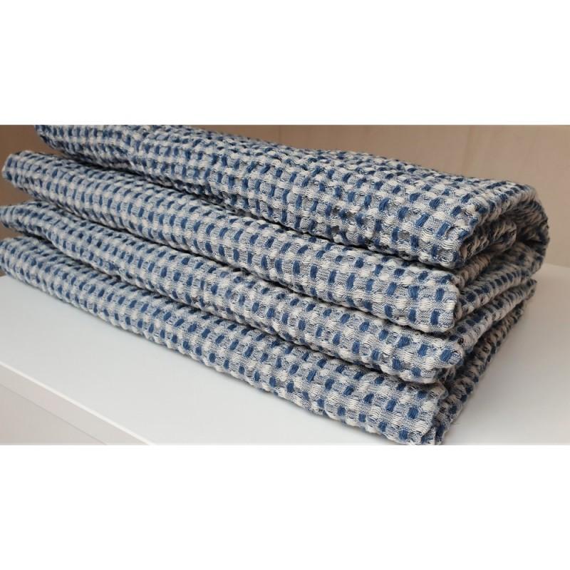Puslininis vonios rankšluostis su baltais ir mėlynais langeliais iš lino ir medvilnės.